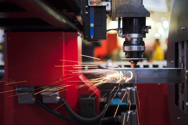 Custom Waterjet vs  Laser Cutting | FedTech